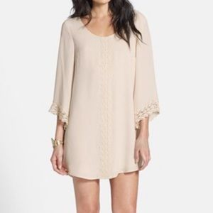 ASTR beige tunic w flared sleeve / lace detail M